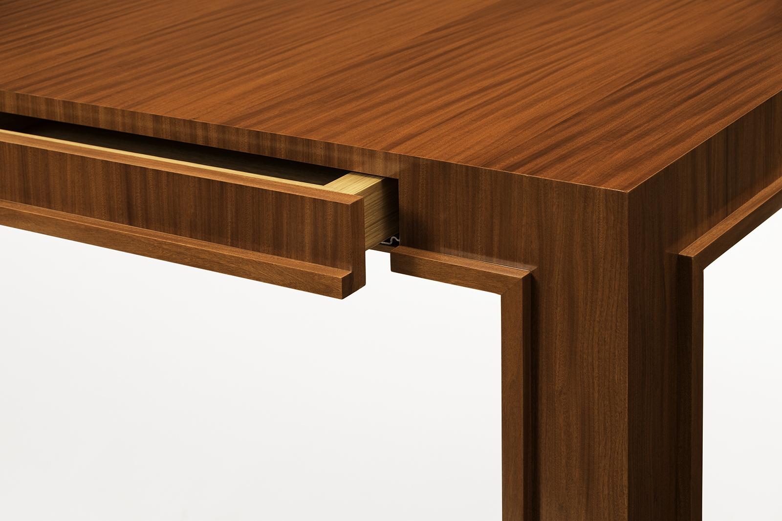 desk in incienso wood detail