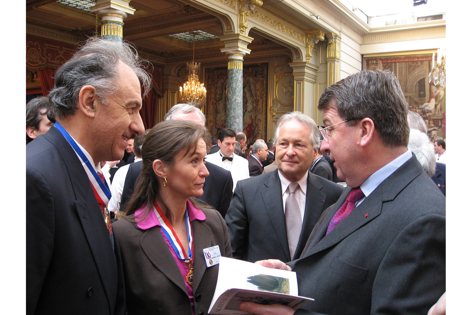 Pierre Ramond, author of many books on straw marquetry, Sandrine Viollet and Xavier Darcos, minister of education